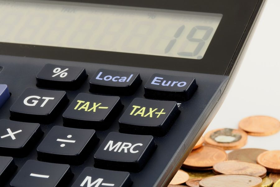 A tax calculator by Bruno /Germany from Pixabay