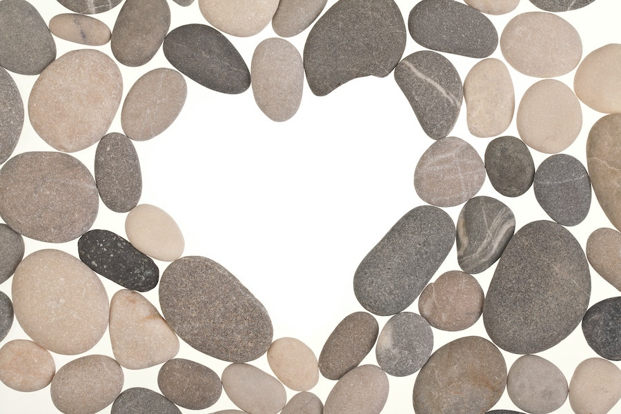 Heart-shaped gap in the pebbles